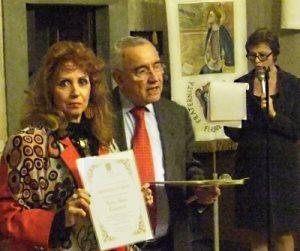l'artista Anna Maria Guarnieri con il presidente dell'ANLA dott. Vincenzo D'Angelo