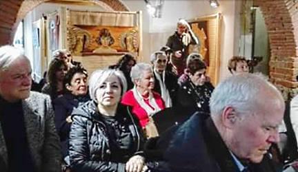 Pubblico alla personale di Anna Maria Guarnieri