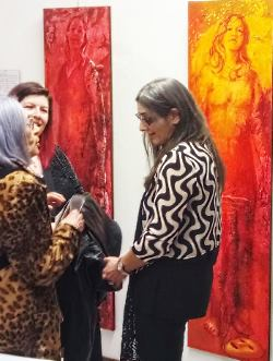 la Dott.ssa Anna Rita Delucca nella sua galleria