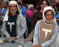 Figuranti in costume medievale